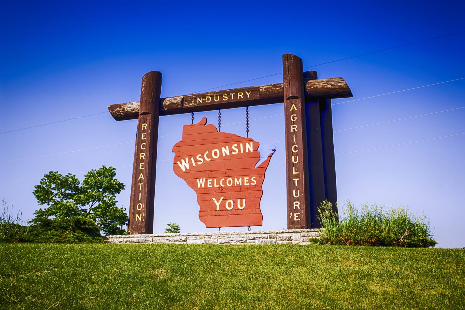 Wisconsin Welcome sign at Marinette WI